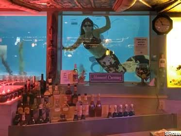 The Sip 'n Dip Lounge: Mermaids!, Great Falls, Montana
