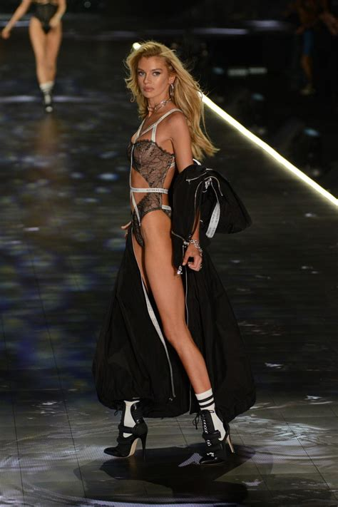 Stella Maxwell Sexy (19 Photos) | #TheFappening